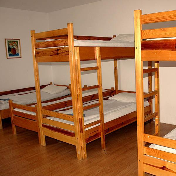 Room with 9 beds